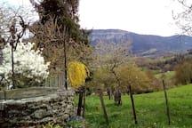Le puits et la montagne de l'Epine.