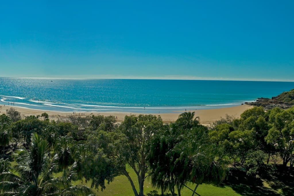 Our beautiful Agnes Water Beach ... Only 4 min walk to beach from kitesurf 1770 beach house.