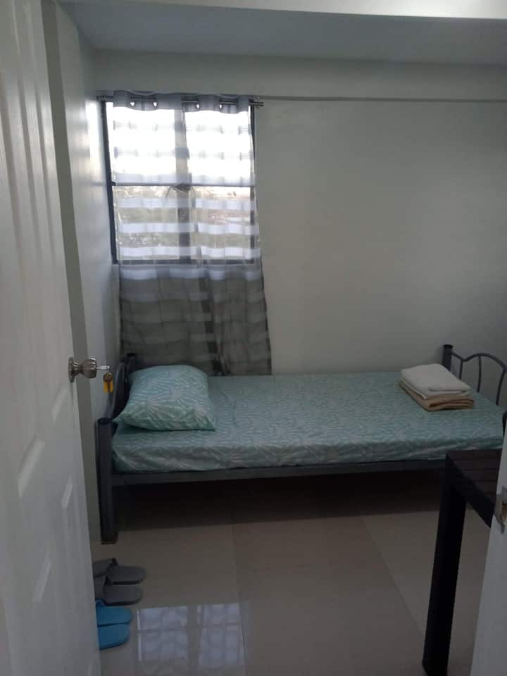 Room 3C- Budget Friendly Place near Airport.