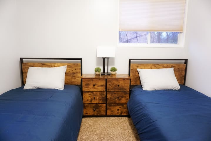 Bdrm 2: with 2-twin beds and Ruko TV
