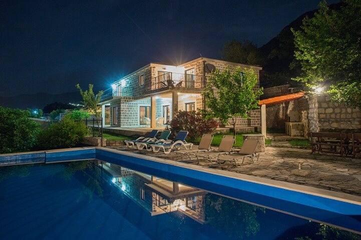 Villa Tia, Blizikuce @ Buona Vista Resort & Villas
