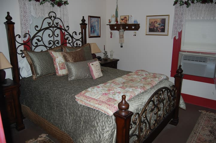 Grand Staff Bed and Breakfast: Angel Room