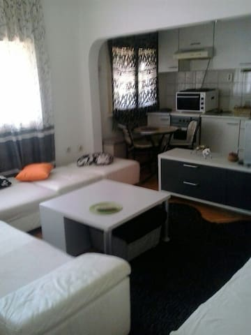 Cozy studio apartment in ♥ of Skopje - Debar Maalo