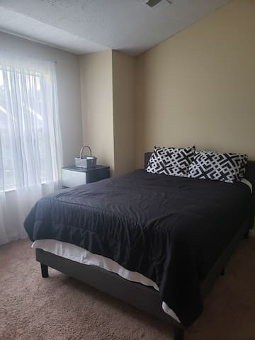 Spacious Master Bedroom w/ Full Bath near DC