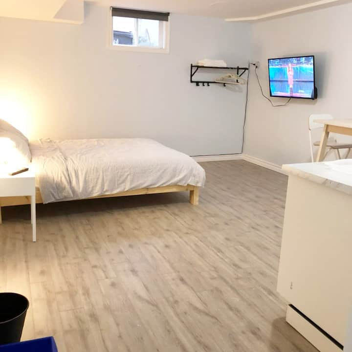 New renovated studio in Trinity Bell Wood .
