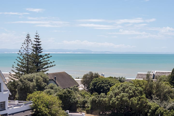 8 Harbour Road surf spot with unbeatable views