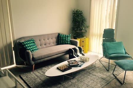 Cosy modern home in Newington - Newington - Talo