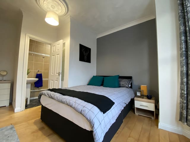 En-suite rooms in central Southampton