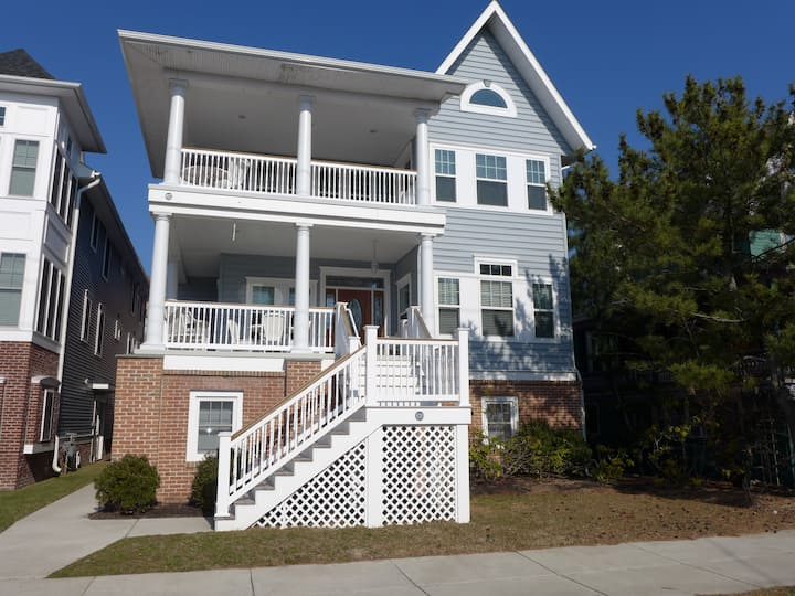 Queen of Wesley, 2 blks to Boards/Beach, sleeps 18