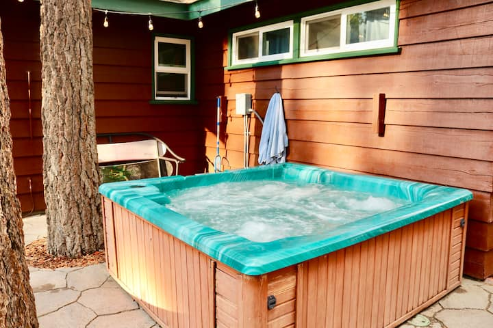 Chalet Dubois-Oct 27-30 avail!Hot tub,WiFi,No pets