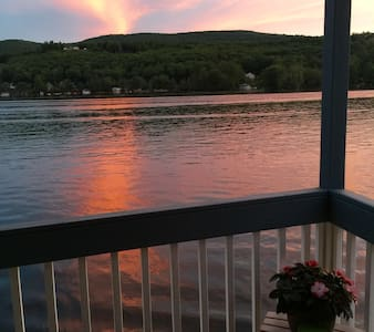 Waterfront Condo on Winnipesaukee w/ boat dock