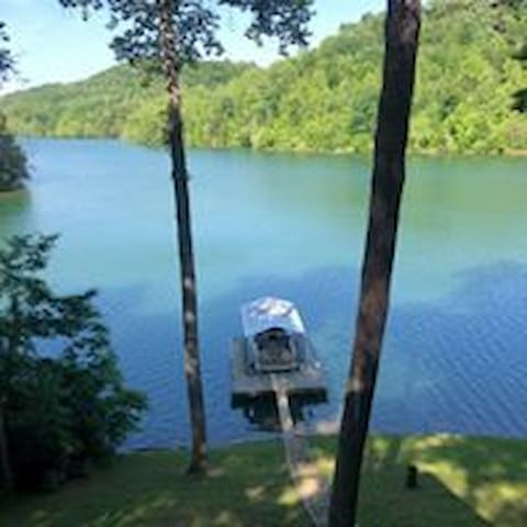 Beautiful Lake Front Home in Private Cove