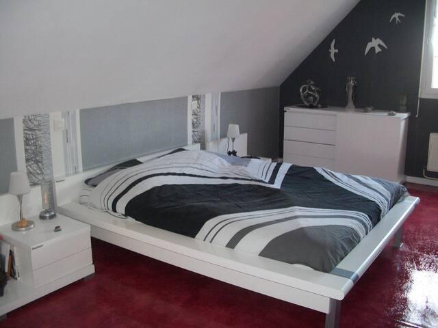 chambre chez habitant près de Lens et Vimy - Loos-en-Gohelle - House