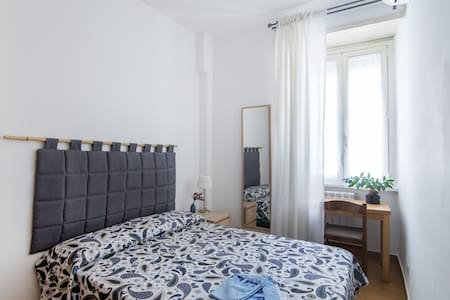 Single room with private bathroom near Colosseo