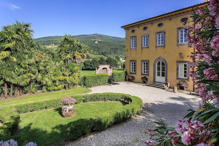 Villa Controni. Luxury Villa for 22 people