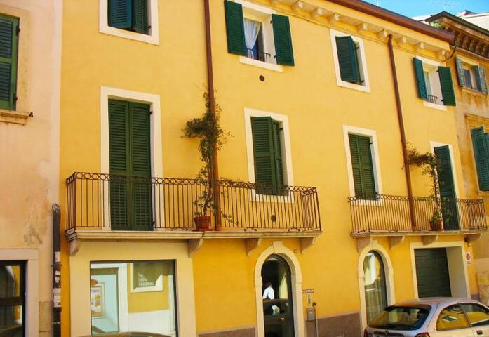 CASA BARBARANI  IN CENTRO A VERONA - Verona - Appartamento