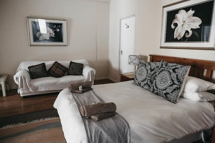Karoo Ouberg Guest Lodge - Self-catering room