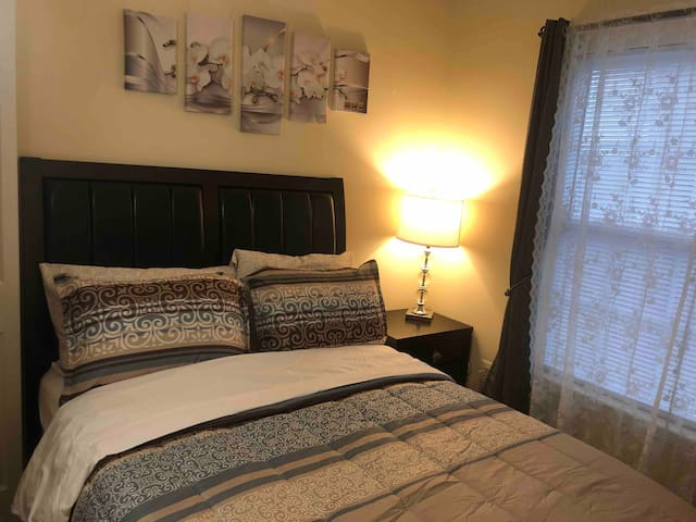 Room in  Suburb of  Washington DC - Driftwood