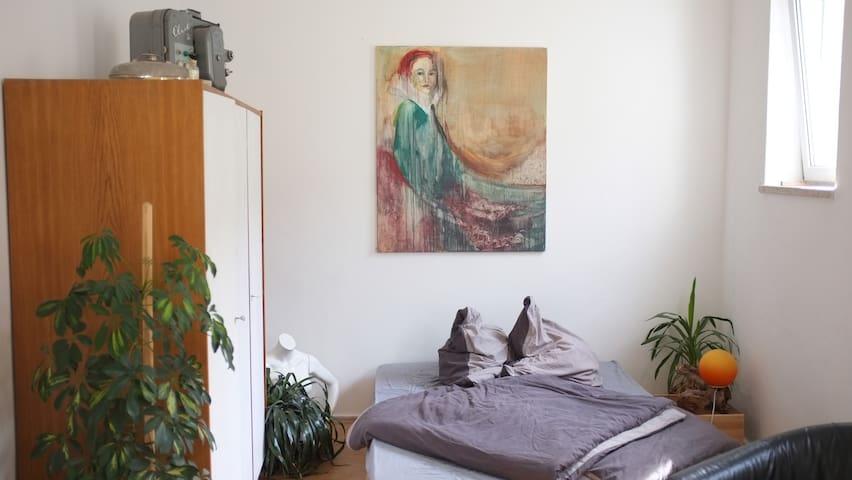 Wohnen im Atelierloft mit Garten