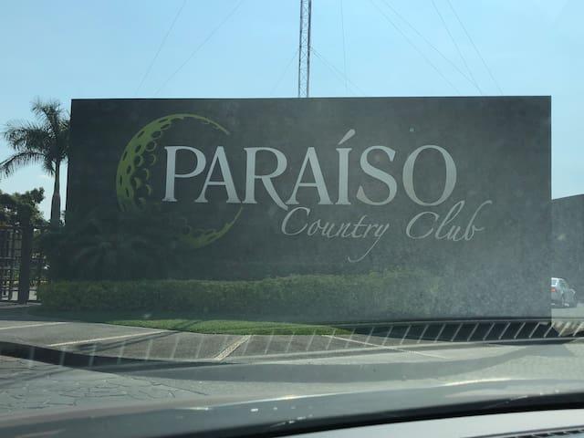 Departamento en Paraíso Country. B 201
