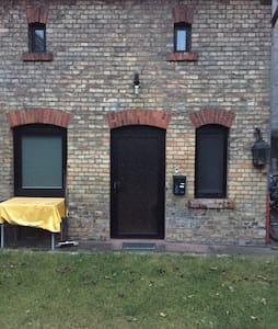 Eigenes kleines Haus - ดาร์มสตัดท์ - บ้าน
