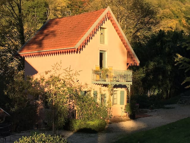 Cottage de charme, parc, piscine, nature...