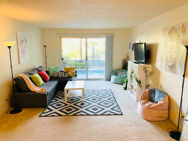 Pool View Unit, 1 Block From Lake Merritt!!
