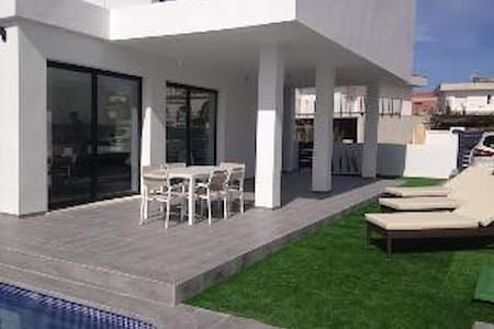 2015 Contemporary villa with private pool - Alicante