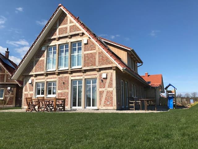 """Modernes Landhaus """"Meereszeiten"""" im Fachwerkstil - Kalkhorst - Huis"""