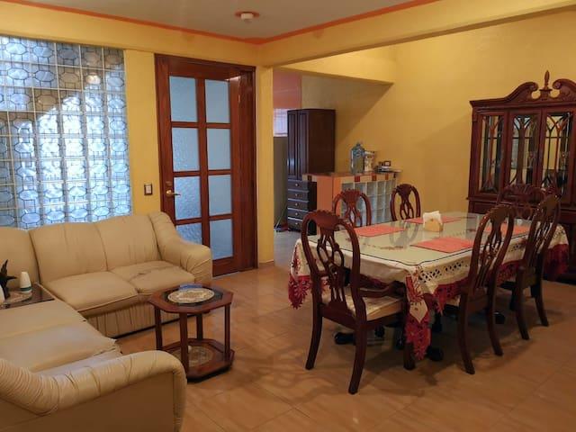 Casa de huéspedes Julia-Depto completo primer piso