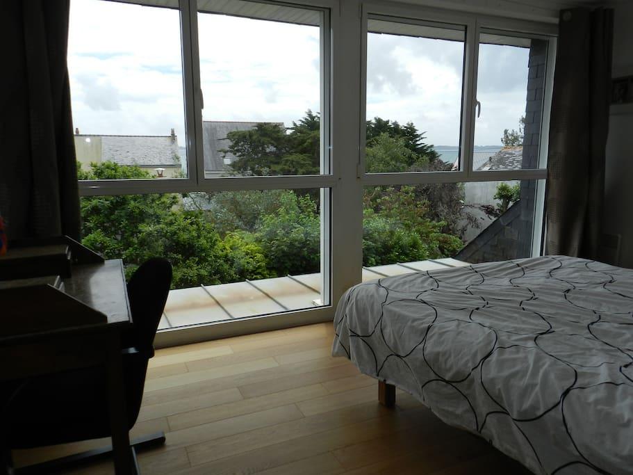 Chambre parentale avec lit double et salle de bain privative (chambre vue mer)