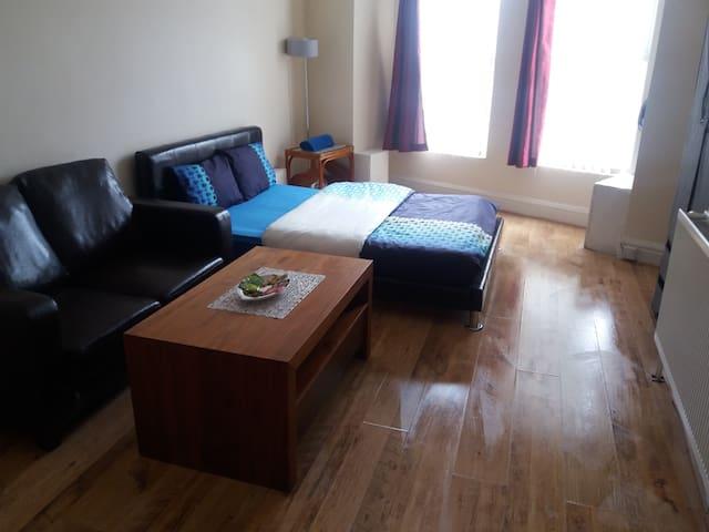 Private studio flat - Liverpool - Apartment