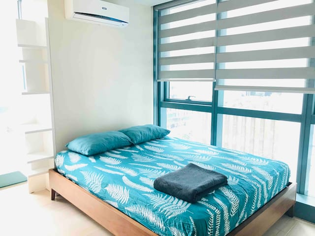 COZY BEDROOM ONE UPTOWN BGC TAGUIG - SHARED PARLOR