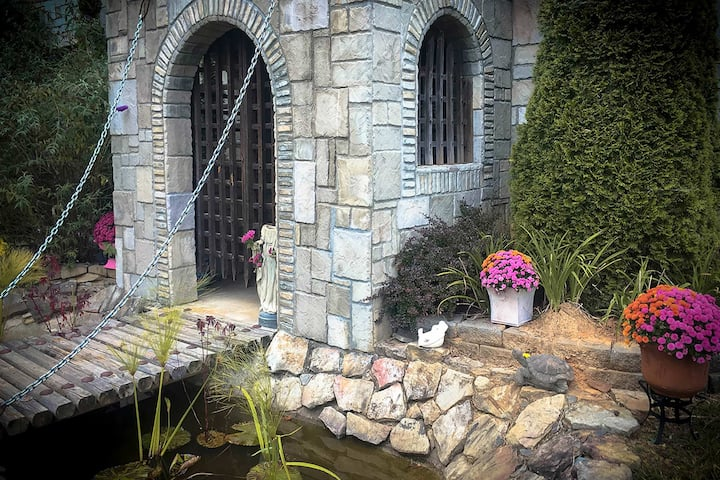 Murphy 'Castle of Joy' on 11 Acres w/ Hot Tub!