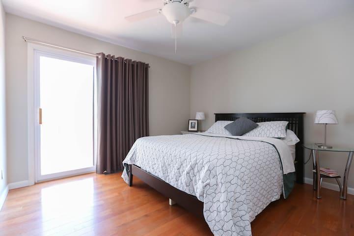 2 Bedrooms, sleeps 4, great deck! - Weaverville - บ้าน