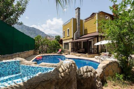 Country villa ,müstakil havuzlu,bahçeli,huzurlu