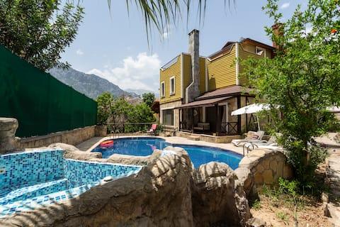 Landvilla, privat basseng,hage,fredelig