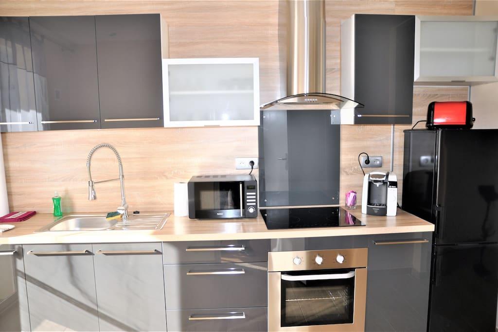 appart 78 m balcon ascenseur parking priv wohnungen zur miete in reims grand est. Black Bedroom Furniture Sets. Home Design Ideas