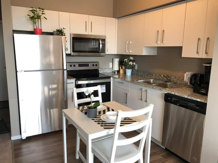 Luxury Condo Suite Close to YYC and Crossiron Mall
