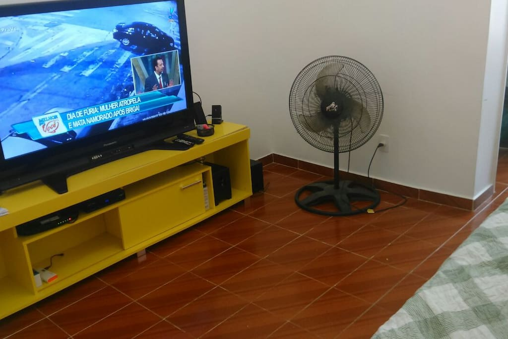 Tv a cabo em uma mega TV.