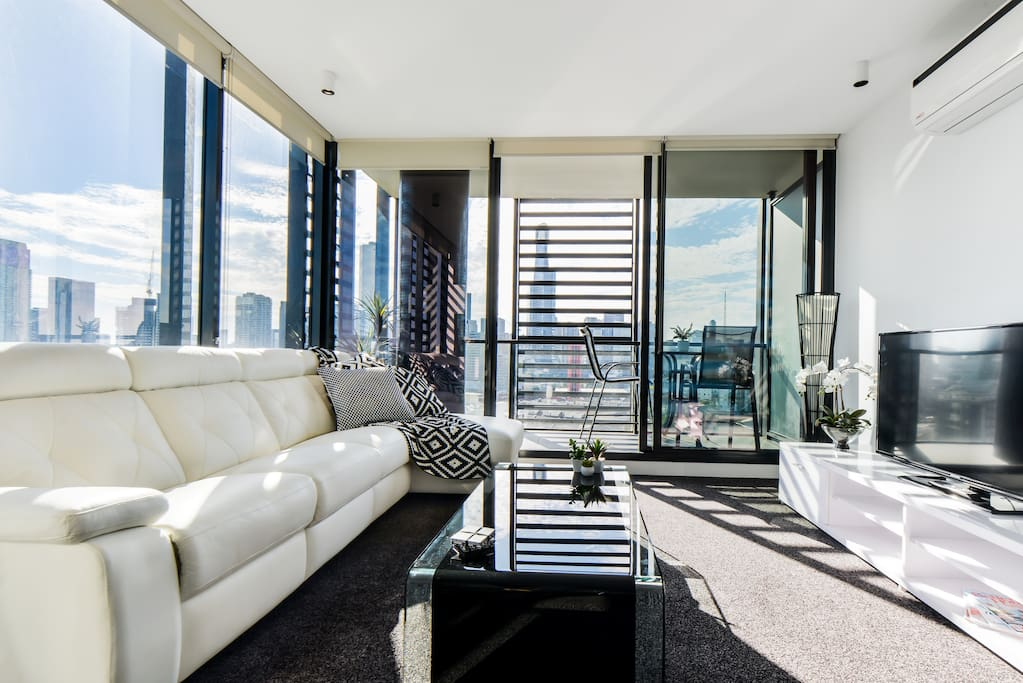 """""""Beautiful apartment! Fantastic view!!! Hosts were very helpful and responded very quickly!!! Would definitely recommend!"""" - Sally April 2017"""