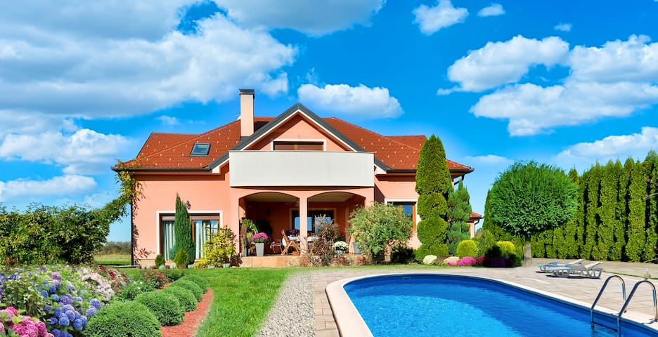 Villa 300 m2 ,  pool, jacuzzi , vegetable garden