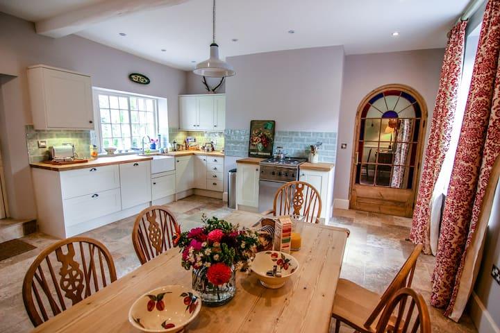 Garden House, Walcot Hall sleeps 10 - Walcot - Rumah