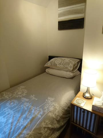 Simple single room available for short term rent. - Newbury