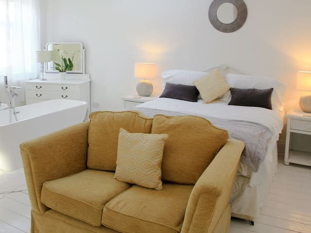 St Boniface Room, En-suite, Ventnor Isle Of Wight