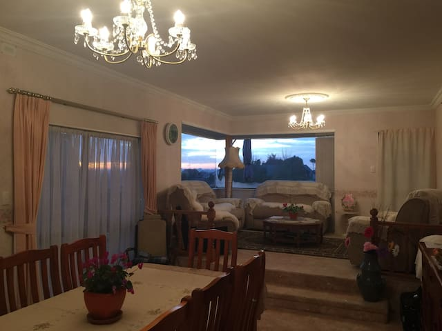 光亮双人房双人床double room with double bed