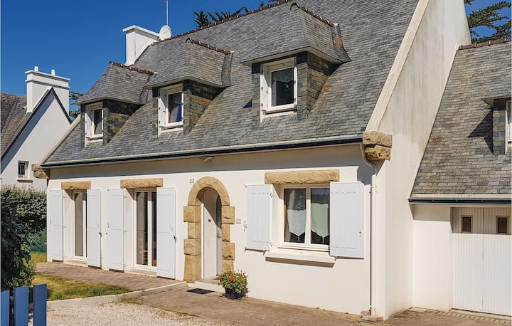 Amazing home in Fouesnant with WiFi and 4 Bedrooms