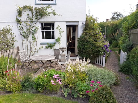 Charming little cottage by Bewl and Bedgebury