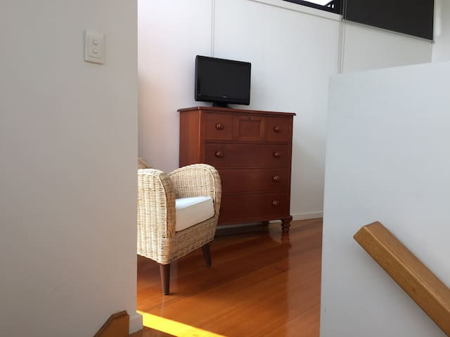 Modern loft apartment: wifi, privacy, easy access