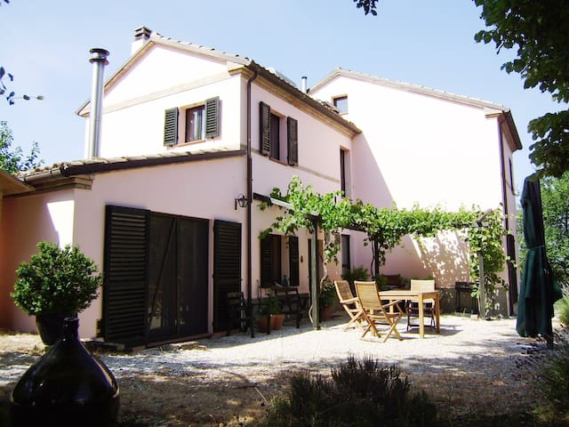 Casa Isabella bei Ancona, Le Marche - Corinaldo - Hus